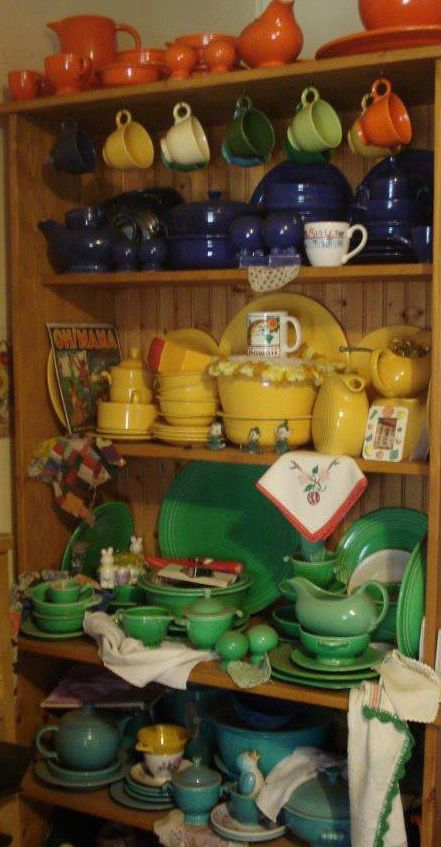"""✶Fiesta ware! How I wish I could get my hands on their """"SEA MIST GREEN"""" dishes (produced from 1991 - 2005). Sigh... ✶"""