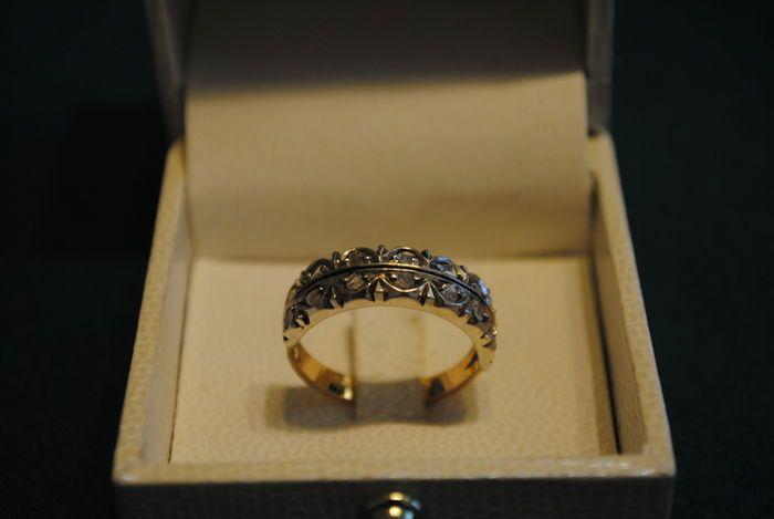 Ring van 18 kt goud en zilver met rozet diamanten.  Ring in 18 kt goud en zilver met rozet geslepen diamanten uit de vroege 20e eeuw.Volledig origineel niet een reproductie.  EUR 80.00  Meer informatie