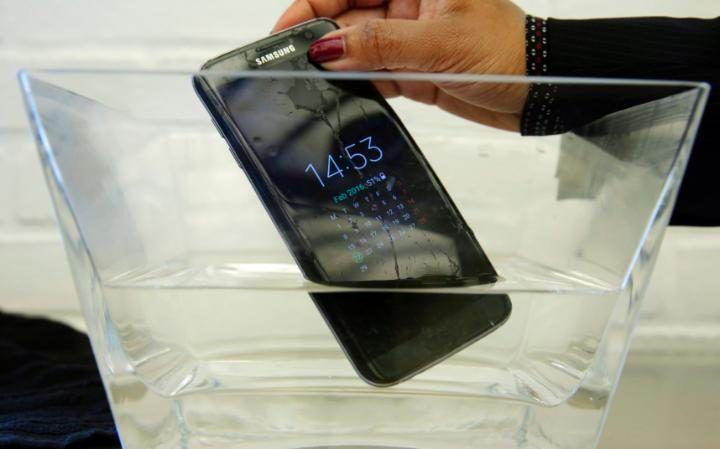 Το «Αδιάβροχο» Samsung Galaxy S7 Active αποτυγχάνει στη δοκιμή - http://secn.ws/29Byeof -   Ένα smartphone της Samsung που διαφημίζεται ως ανθεκτικό στο νερό έχει αποτύχει σε μια δοκιμή σε νερό από μια κορυφαία ιστοσελίδα επανεξέτασης.  Το Samsung Galaxy S7 Active σταμάτησε να λειτουργεί μετά την τοποθ�