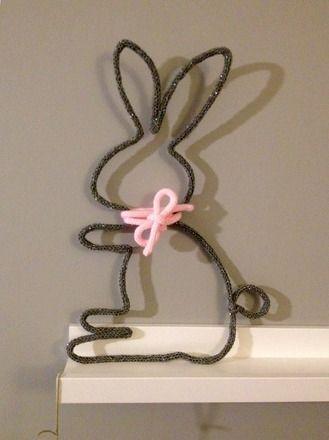 Bientôt Pâques ! ce joli lapin va s'inviter chez vous pour décorer votre intérieur. Réalisé à la demande, à la main, au tricotin, vous choisissez la couleur. Je réalise  - 13869235