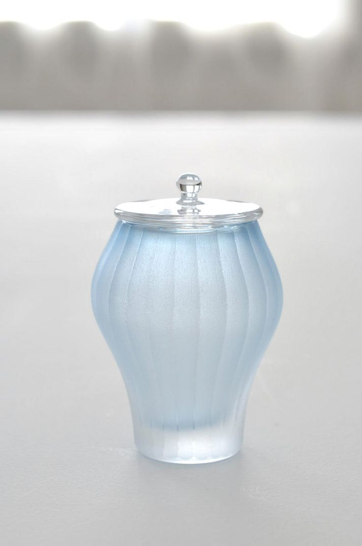 茶入「目片千恵ガラス展~冬の光~」(~12/27迄)を開催中です。ガラスの成型作業を大別すると、3つに分類できます。1)ホットワーク熱を伴う作業。ブロー宙...