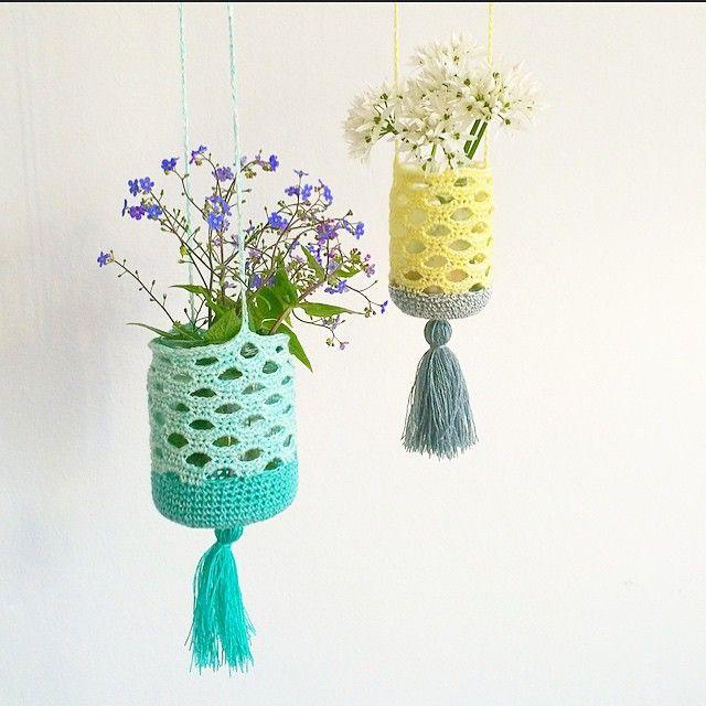Lovely suited to different types of jars http://www.lutteridyl.dk/2015/05/opskrift-pa-den-haeklede-lanterne-lindgrenlanterne.html