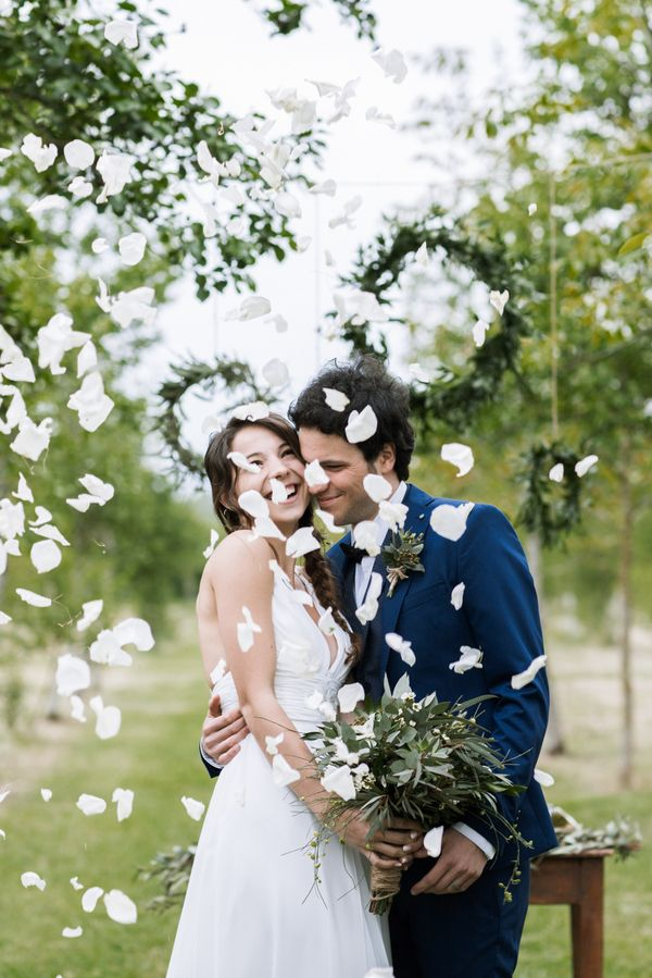 You will soon over this styled shoot in the Tuscan countryside. See the intimate ritual ceremony which took place under hazel trees in Italy.