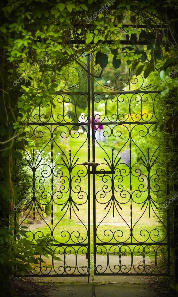 st2.depositphotos.com 3446097 6370 i 950 depositphotos_63708377-stock-photo-secret-garden-and-iron-gate.jpg