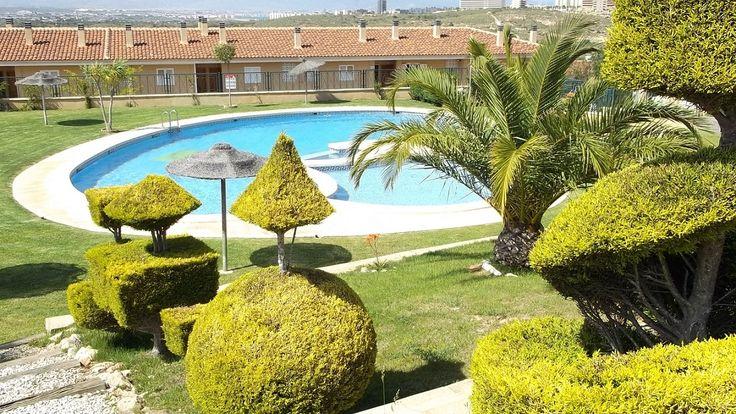 Świetny basen i wspaniała pogoda, zdjęcie pochodzi ze strony http://apartamentgranalacant.pl/
