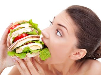 Den Appetit zügeln – so klappt's   Mit ein paar wirkungsvollen Tricks könnt Ihr ganz einfach Euren Appetit zügeln.   eatsmarter.de