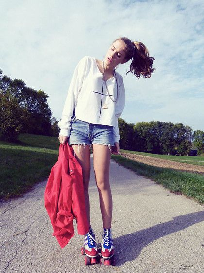 Patins patins à.. roulettes !  (by Little. S .) http://lookbook.nu/look/4150150-Patins-patins-roulettes