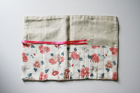 Pink flowers roll pouch. Unique handmade. by MisBaratijas on Etsy