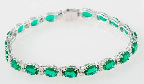 Bracelets : Oval lab-created emerald and diamond bracelet in 18k white gold