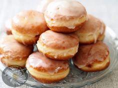 Υλικά για περίπου 25 -30 ντόνατς 4 φλιτζάνια αλεύρι 6 κρόκους από μεγάλα αυγά 3 γεμάτες κουταλιές της σούπας ζάχαρη 50 γρ βουτύρο ή μα...
