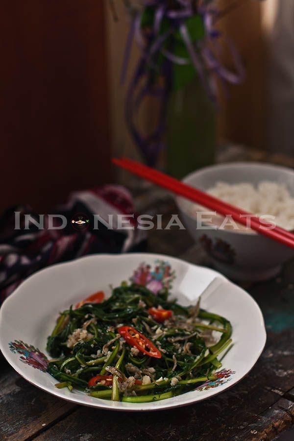 Stir Fry Dandelion Greens with Garlic