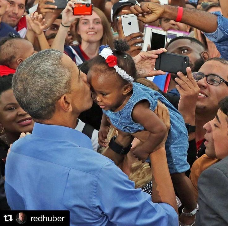 President Barack Obama holds and kisses a young child at a rally in #Kissimmee today while… http://ift.tt/2ftNk22