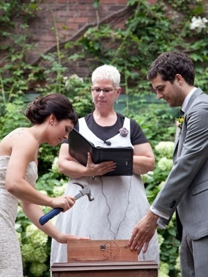 A wedding time capsule ... this couple wrote love notes to each other and placed them in a box with a bottle of wine - to be nailed shut for 10 yearsTime Capsule, Fight Boxes, Cute Ideas, The Plans, 25Th Wedding Anniversaries, 10 Years, Unity Candles, 5 Years, Love Letters