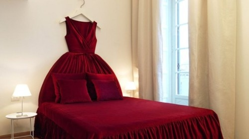 So fun!: Beds, Elle Decor, Ball Gowns, Boutiques Hotels, Headboards, Maison Moschino, Dresses Rooms, Ballgown, Girls Rooms