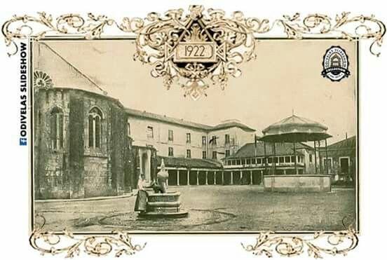 Prespectiva do Mosteiro S.Dinis ainda com o coreto onde hoje está a estátua da Rainha Santa