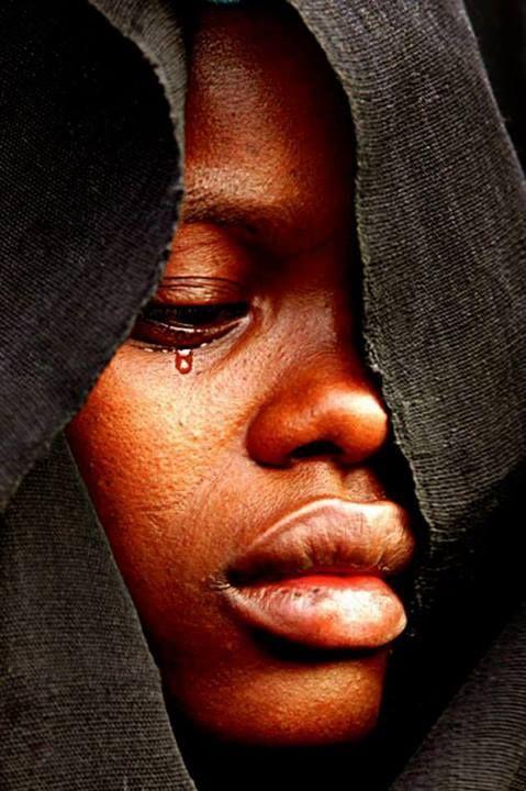 African portrait by Quim Fàbregas ,no se puede evitar el dolor algunas veces y la impotencia de no poder ayudar a estas personas