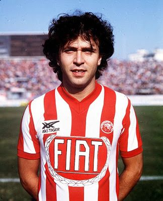 Λεμονής Τάκης. Κολωνό. (1960). Επιθετικός. Από το 1978-1987. (174 συμμετοχές 22 goals).
