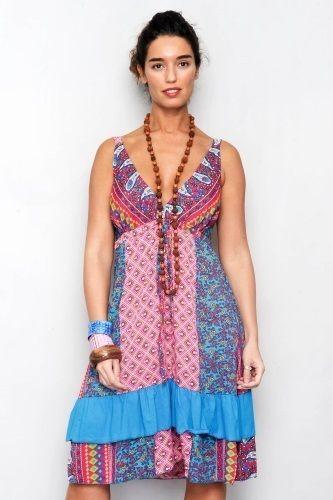 Klänning Flow - Söt klänning i patchwork stil. Axelband och resår bak i ryggen, volang på kjolen. Summer romance!