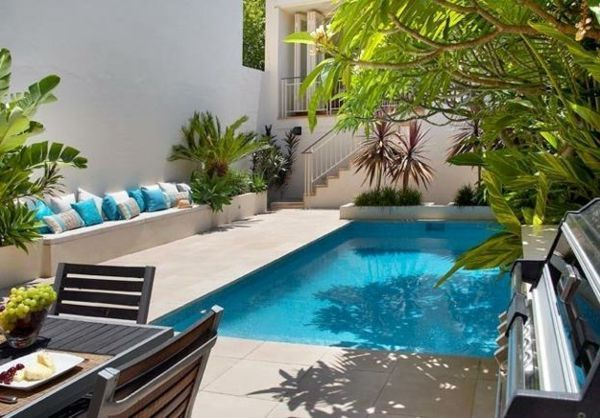petite piscine hors sol, des jardins contemporains