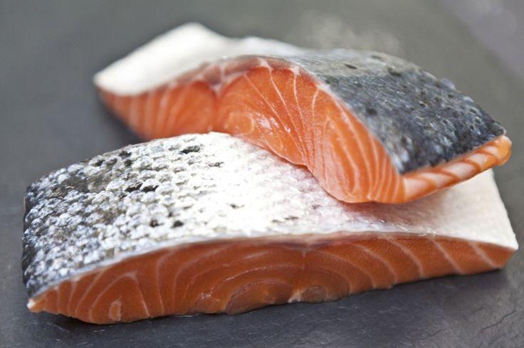 Lekker recept voor gegrilde zalmmoot met aardappelsalade en spinazie. Vis en met name vette vis is supergezond en mag zeker twee keer week op je menu staan! Lees meer over de voordelen hiervan in deze blog.