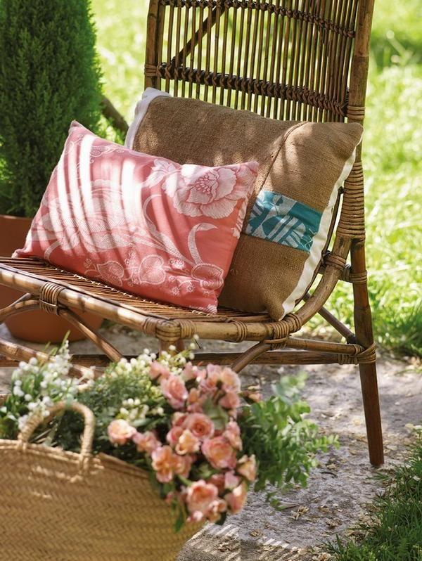 Подушки из мешковины в дизайне