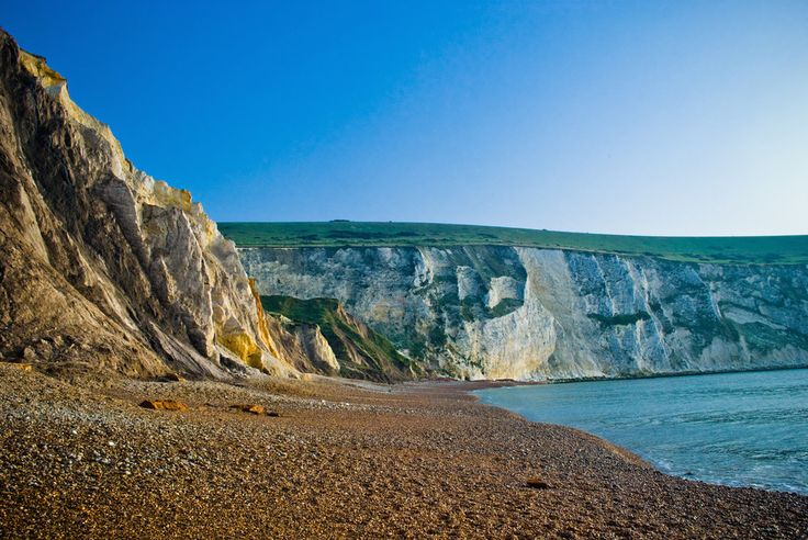 The limestone rock faces along the coast are just unreal. | 34 Photos That Prove The Isle Of Wight Is The Most Wonderful Place On Earth