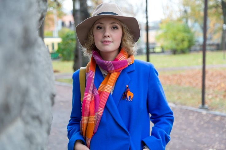 Giraffe. How to wear a brooch. @KiviMeri Lookbook: designer jewellery and fashion from Finland.