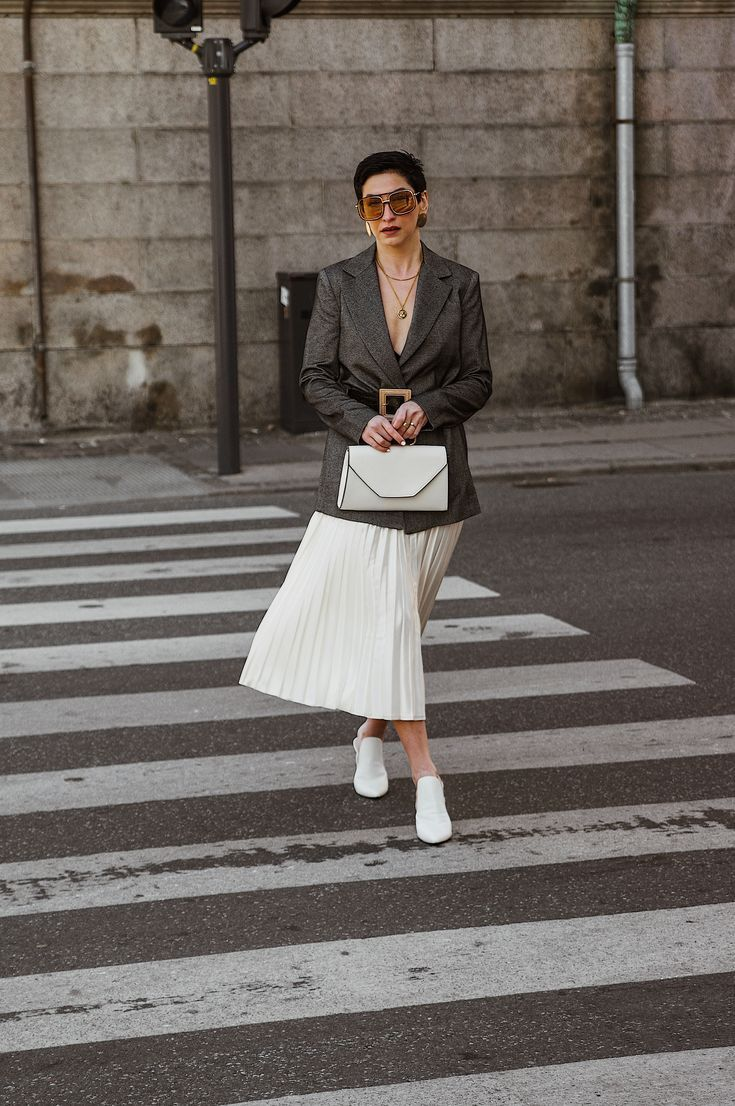 89c5d0acc9a Scandinavian street style outfit for spring, Instagram @beyouverywell, work  wear, minimal outfit
