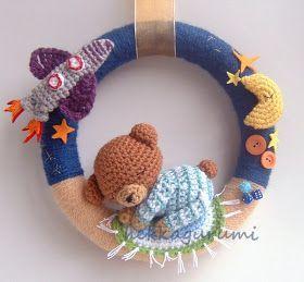 És ha már tegnap a kislányos ajtódíszek  szerepeltek, hadd mutatkozzanak be ma a kisfiúknak horgolt koszorúk.  Van, aki a tengerről álmodik,...