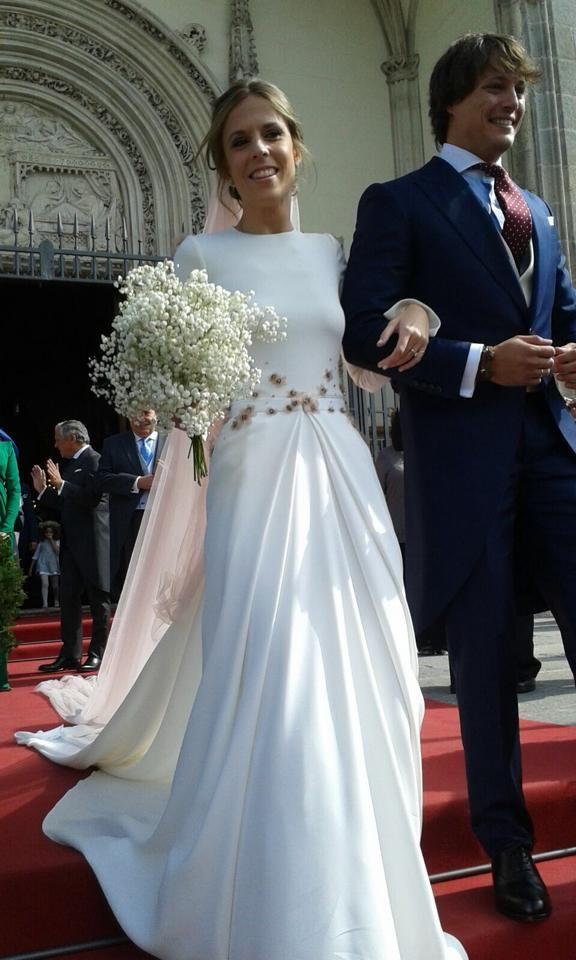 1811 best I Hate Strapless Wedding Dresses images on Pinterest ...
