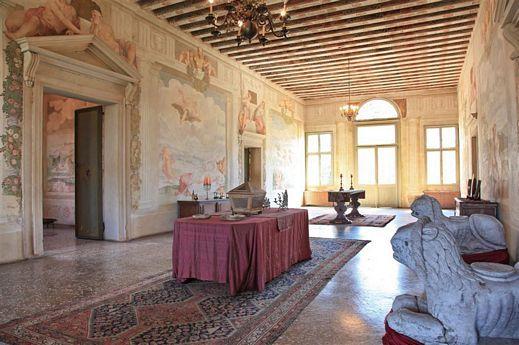 Gorgeous frescoed villa near Padova