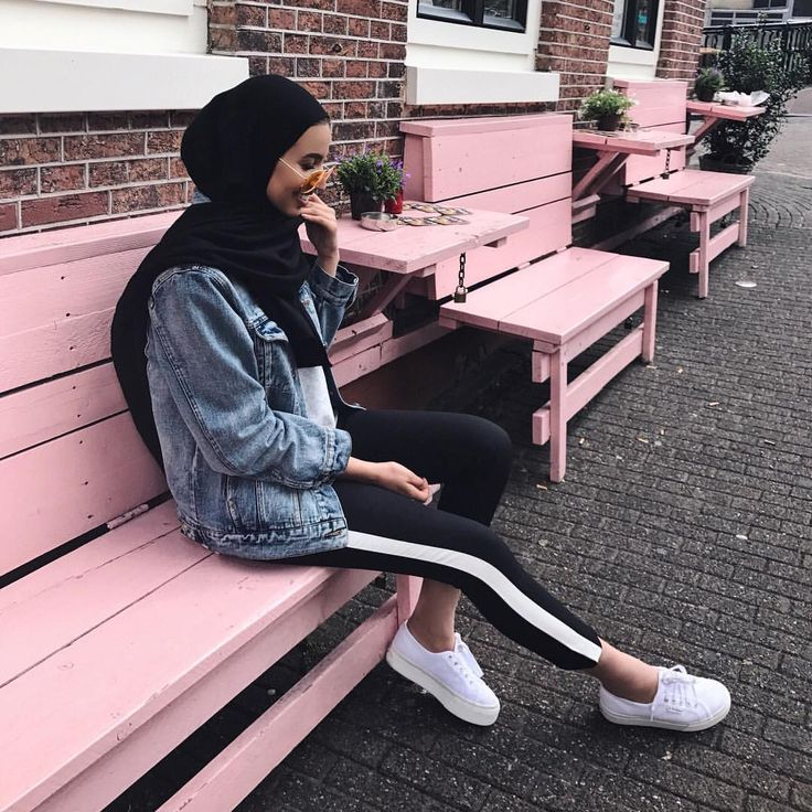 "865 mentions J'aime, 19 commentaires - Khaoula | ‎خولة (@khaoulathings) sur Instagram : ""Shot #2 #pinkbomber #ootd"""