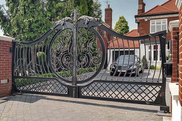 28 Awesome Driveway Gate Ideas To Impress Your Guests With Images