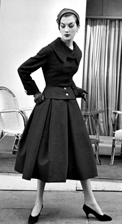 Jacques Fath full skirted suit, 1955. #vintage #1950s #fashion