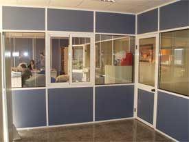 Ejemplos de distintos tipos de mamparas de oficina realizadas por Diesur.