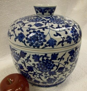 Chinese porcelain rice jar with lid.