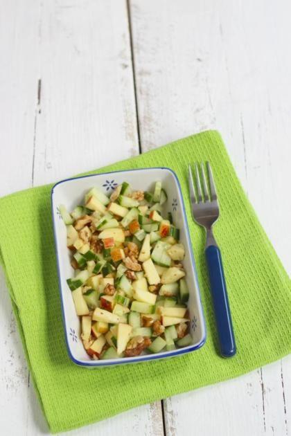 Recept voor zomerse salade met appel, komkommer en walnoot