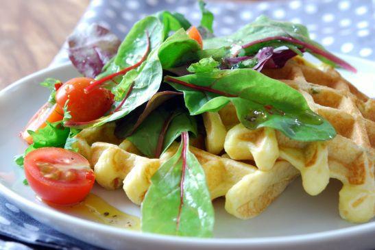 Paleolit gofri salátával