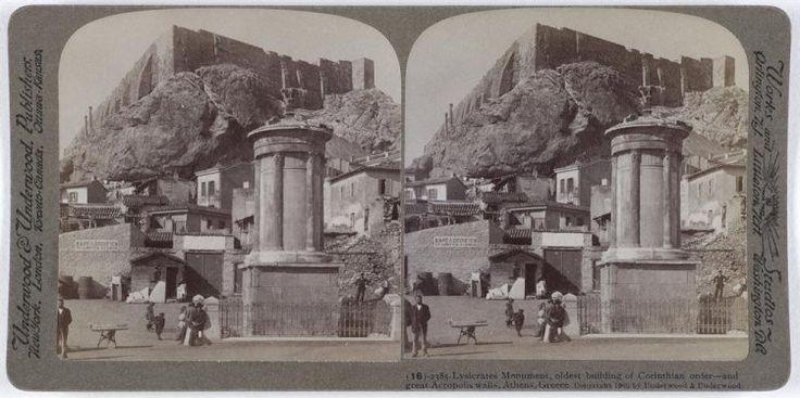 Lysicrates Monument, oldest building of Corinthian older - and great Acropolis walls, Athens, Greece.   Το μνημείο του Λυσικράτη με την Ακρόπολη στο βάθος. Αθήνα, 1905 Underwood & Underwood