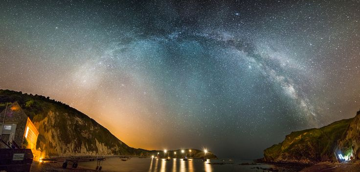 Lulworth Cove is Nearby. Stephen used a 'full-frame' digital SLR camera to get these stunning shots. | 10 Awe-Inspiring Pictures Of The Milky Way Photographed In Dorset