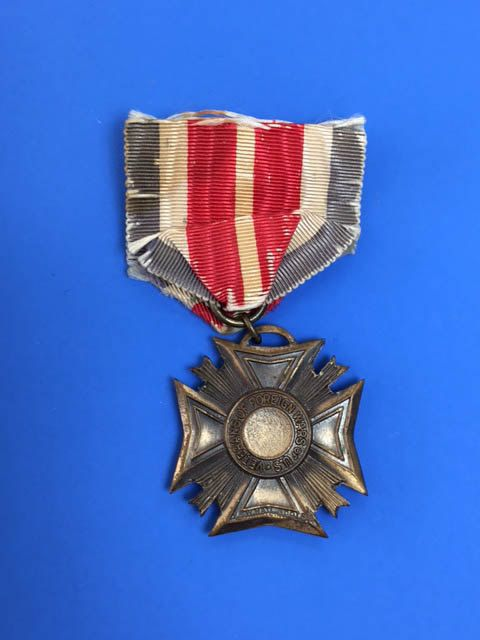 Veterans of Foreign Wars Medal WWI Military Ribbons Buttons