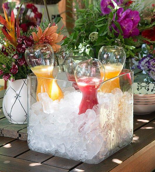 O cubo de vidro tem muitas utilidades, entre elas a de virar suporte de gelo para sucos