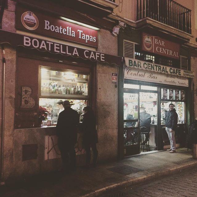A corner at Valencia. タパスバー、バレンシアの街角にて。