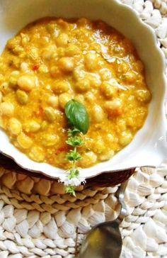 Un plato típico chileno de verano porotos frescos de la temporada en su vaina(alubias o frijoles) muy blandos y van acompañados...