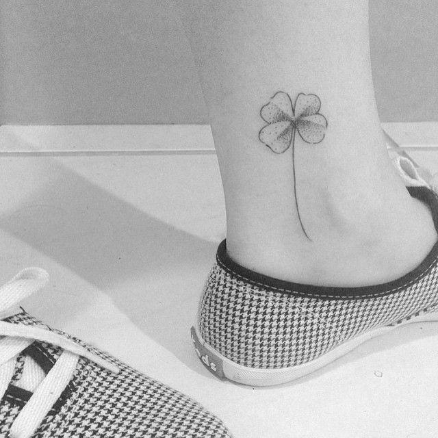 """Tatuagem feita por <a href=""""http://instagram.com/brusimoes"""">@brusimoes</a>!  Marque seu amigo que anda precisando de um trevo desses."""