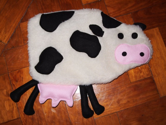 Hot water bottle cover  Cow shape by quiosquedetrapos on Etsy, €25.00