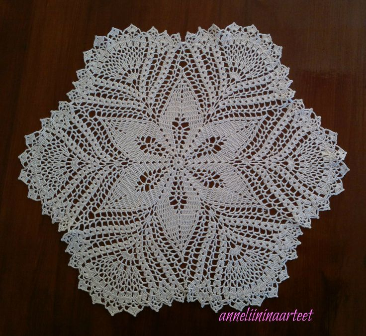 virkattu liina - crochet doily