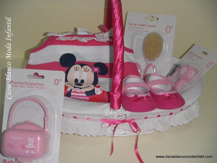 Canastilla Minnie, con funda extraible y lavable. Un bonito regalo para niña de 6 meses.
