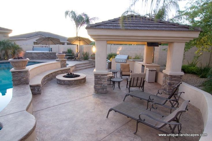 Swim up bars and swimming pools in phoenix az photo for Outdoor pool bar ideas