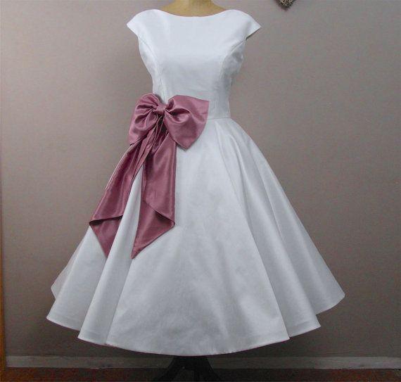 LolaRose Tea length wedding dress by RyleyandFlynnVintage on Etsy, £500.00